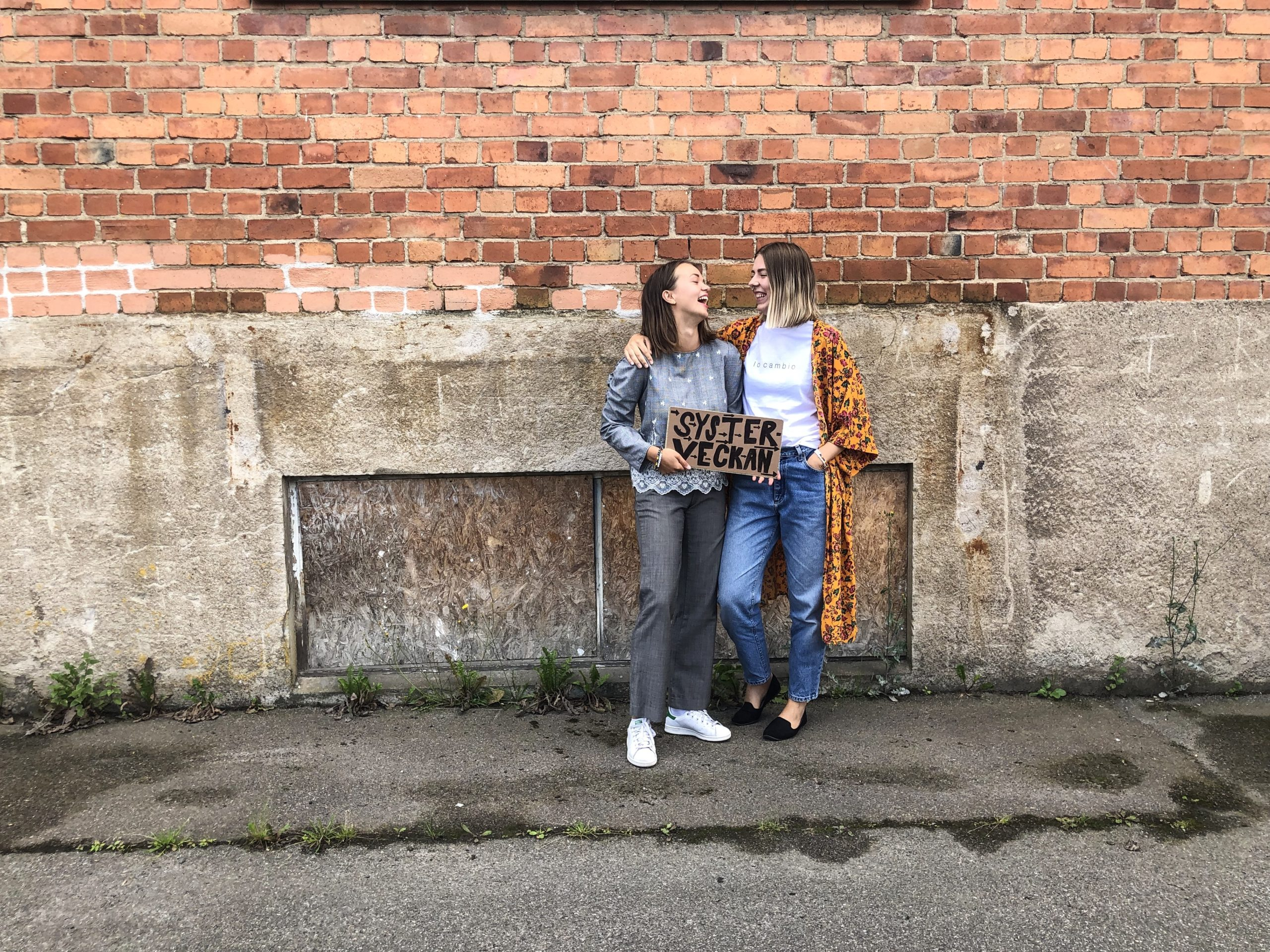 Storasystrarnas Linda och Malin introducerar Systerveckan